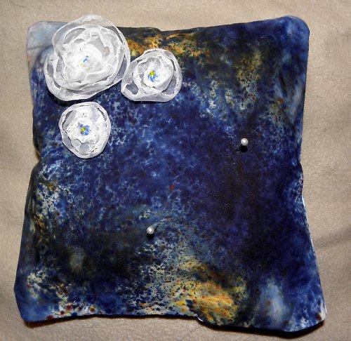Polštářek pod prstýnky - batika + 3xorganzová kytí