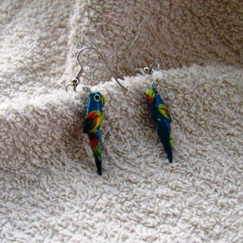 Dřevění papoušci tyrkysové barvy