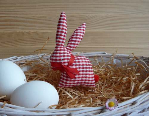 Zajíček - červenobílá drobná kostička
