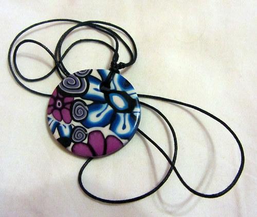 přívěšek kytkovaný modrofialový