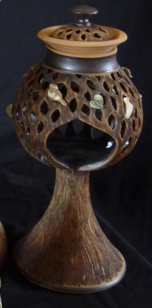 Vyřezávaná  aromalampa strom