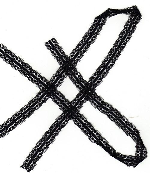 Černá krajka na tylu-velmi jemné provedení