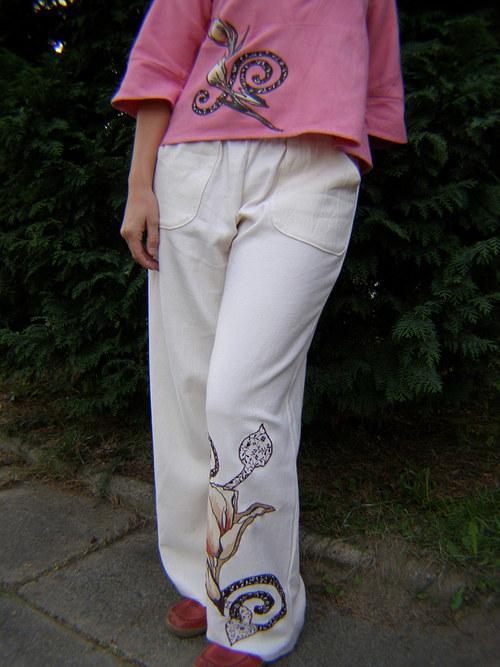 halenka a kalhoty s patchworkem