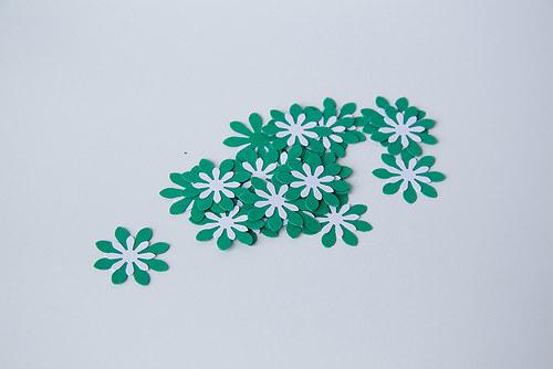Kytka - tm. zelená - bílá