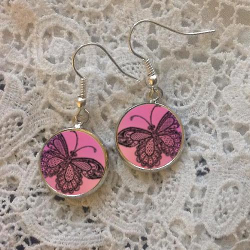 Motýli v růžové