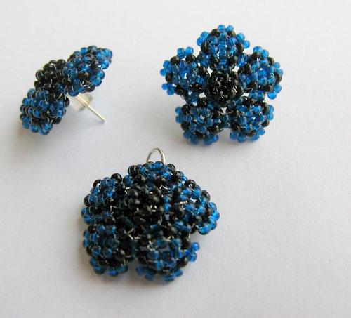 Květy modročerné