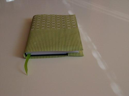 Zelený obal na knihu 007