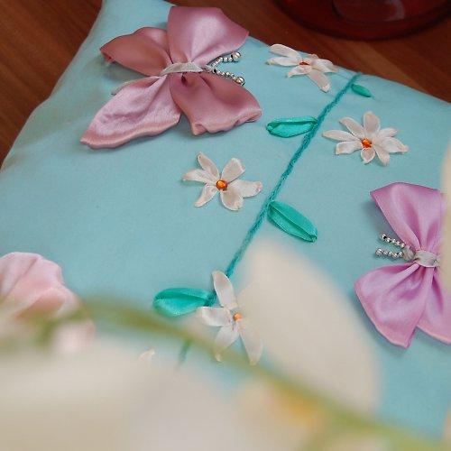 Motýlek na jaře...polštář SLEVA