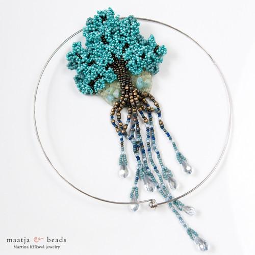 Živá planeta - vyšívaný korálkový náhrdelník