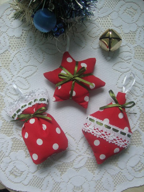 Vánoční ozdoby-červenobílý velký puntík č.1