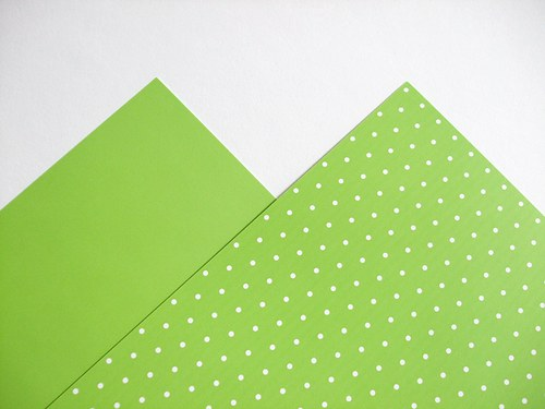 Karton sv. zelený puntíkovaný