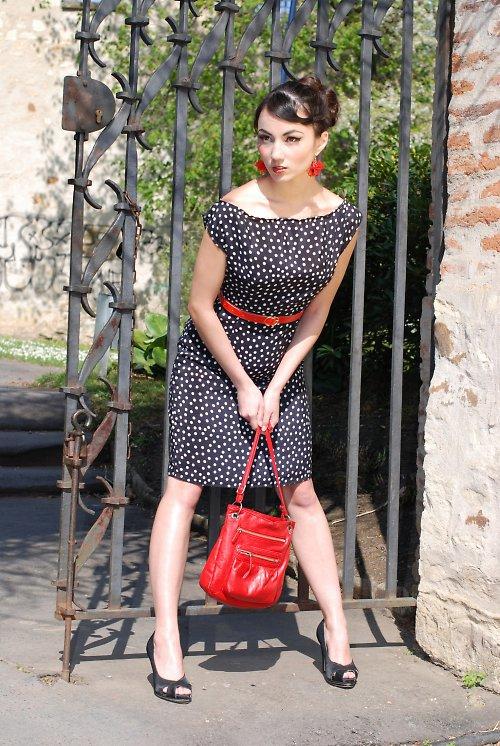 Černé puntikované retro šaty