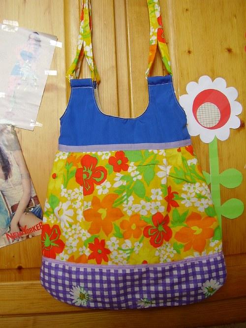Krásná pestrobarevná kabelka