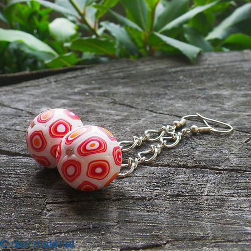 bielo-červené loptičky na uši