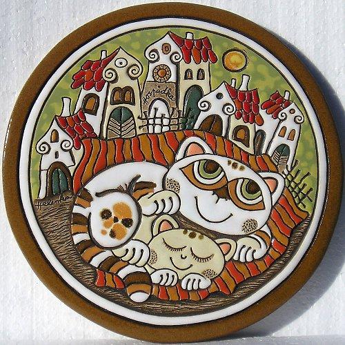 Keramický obrázek - Kočky a vesnička K-144-Z1