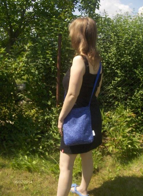 Fialovo-modrá kabelka přes rameno