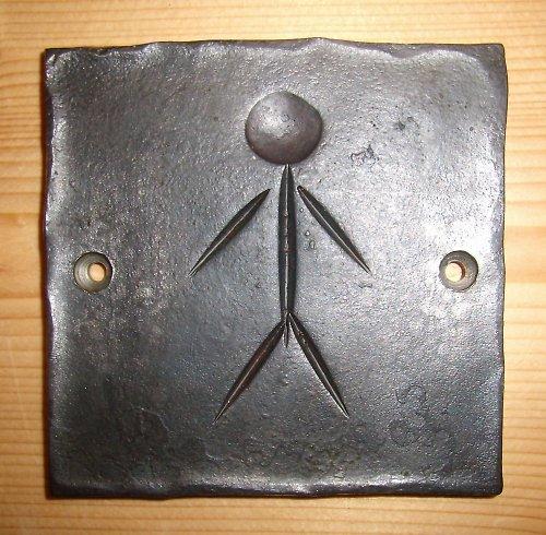kovaná cedulka WC kluci