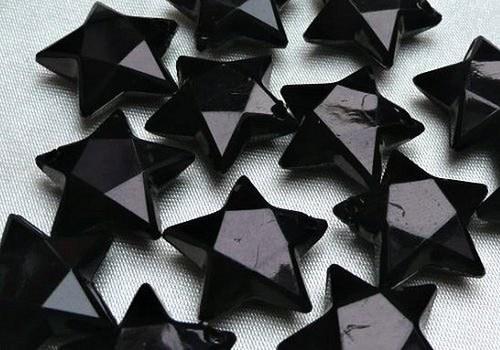 Plastová hvězdička (přívěsek) - černá / 2 ks