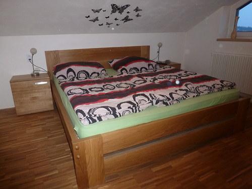 Dubová masivní postel