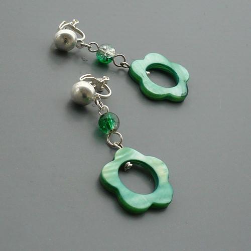 Zelená perleťová květina - klipsové náušnice