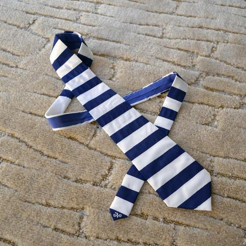 Pruhovaná námořnická kravata