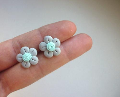 Šedé květinky