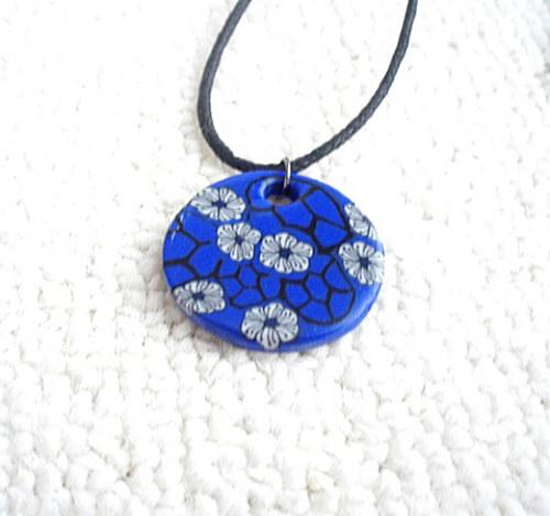 Přívěsek modrý s kytičkami