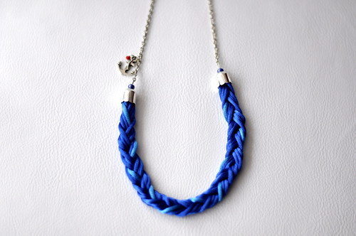 Modrý proplétaný náhrdelník