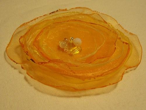 Žluto-oranžová kytka