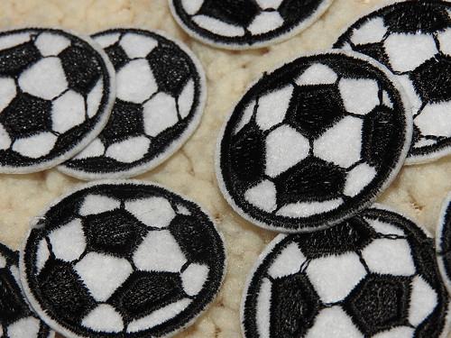 Nažehlovačka fotbalový míč černý