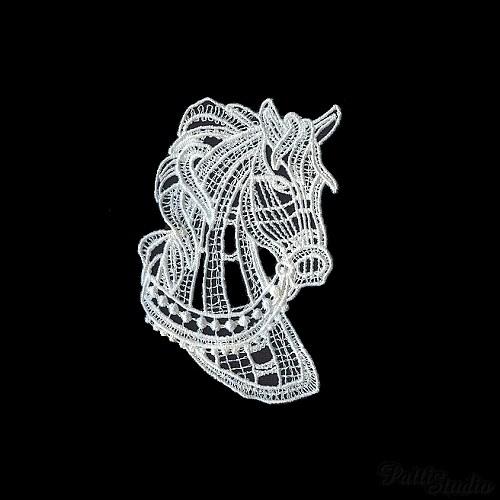Krajková ozdoba - koňská hlava