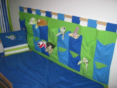 Trojbarevný kapsář za postel