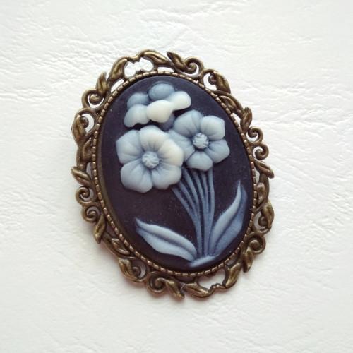 Kamej s květinou - brož