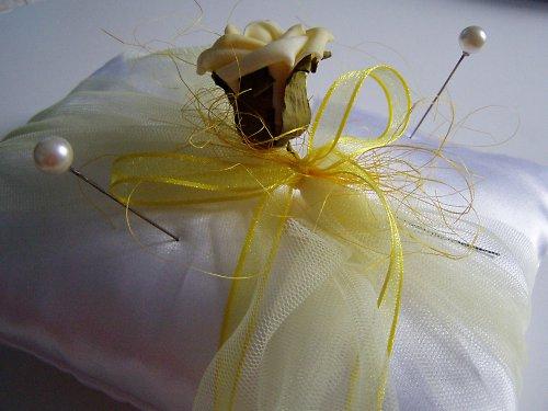 polštářek pod prstýnky bílo žlutý obdelníkový...