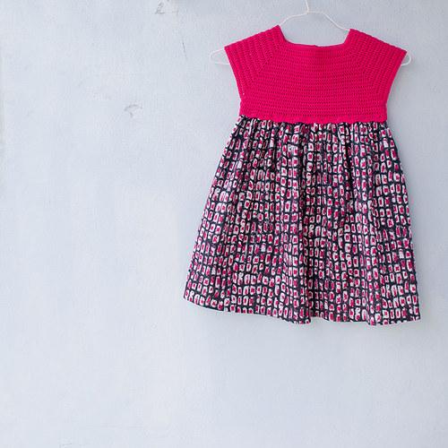 Dívčí šatičky růžovočerné