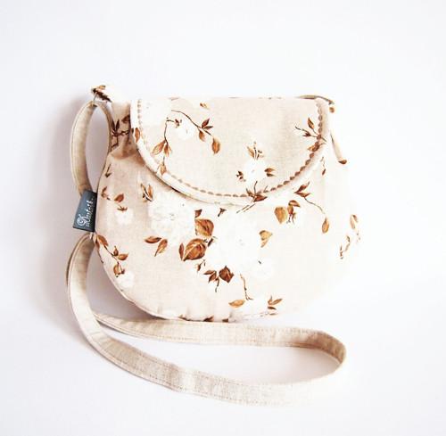 Malá režná kabelka - bielo-okrové kvety