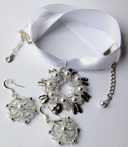 Rozeta na stužce (satén) –  bílá perleť  (132)