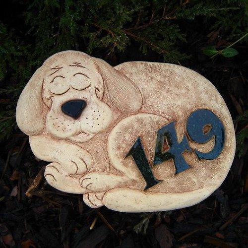 Domovní číslo na objednávku - spící pejsek