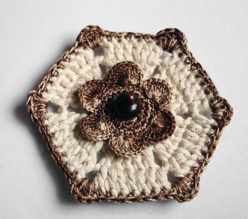 Květ brož, aplikace v přírodních tónech 2.
