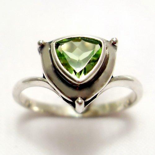 Prsten «Jiskra» - stříbro 925, přírodní olivín