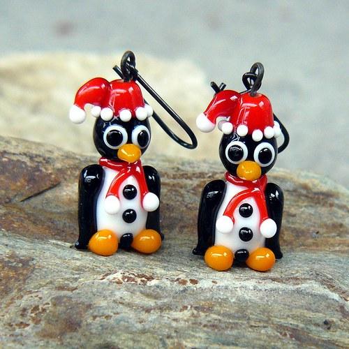 Náušnice tučňák v zimním oblečku - vinuté perle