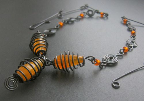 Oranžové kapky v ručně točených klíckách