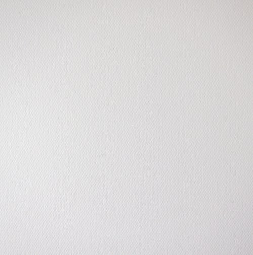 Bílý karton s jemnou strukturou