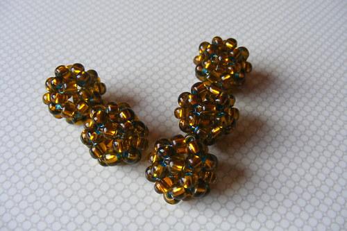 Šité kuličky - zlatomodré
