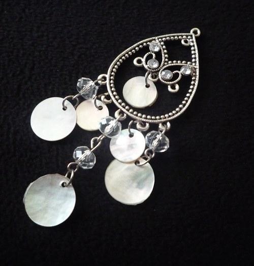 Přívěšek s perletí a kamínky