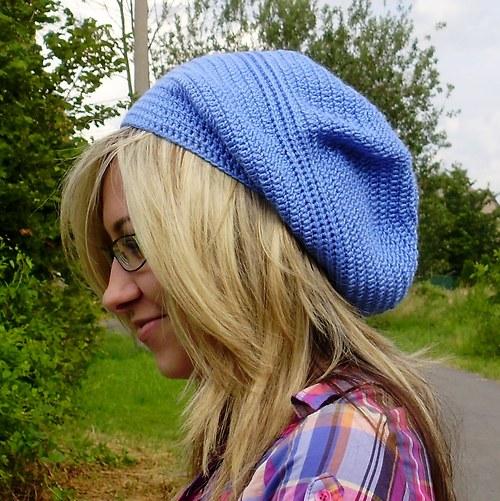 Modrá háčkovaná čepice