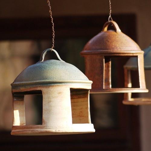 Krmítko pro ptáčky rezervace - Z mechu a kapradí