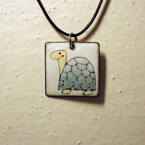 Smaltovaná přívěšek želva