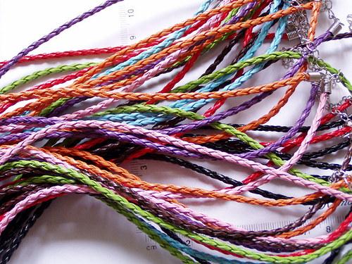 Kožená pletená šňůra - závěs na náhrdelník červený