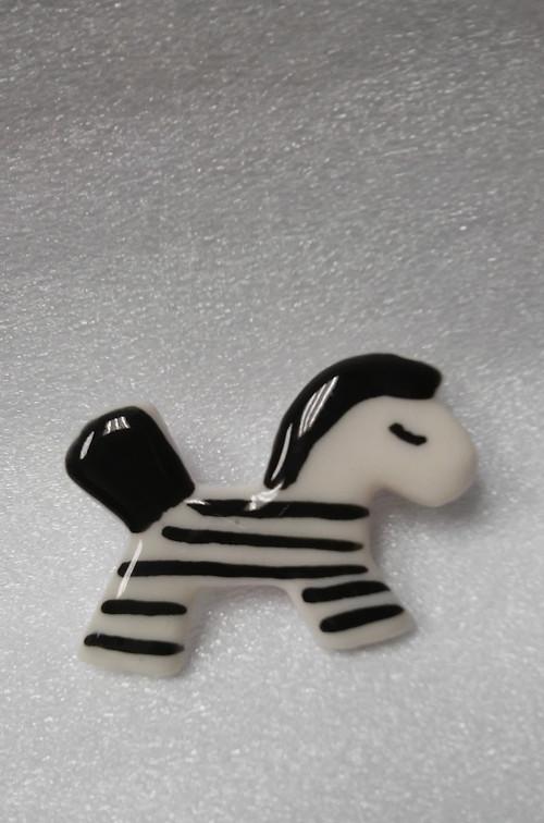 Porcelánová brož Zebra.